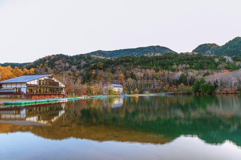 Vue de lac Yunoko dans la saison d'automne, Nikko, Tochigi, Japon photographie stock libre de droits