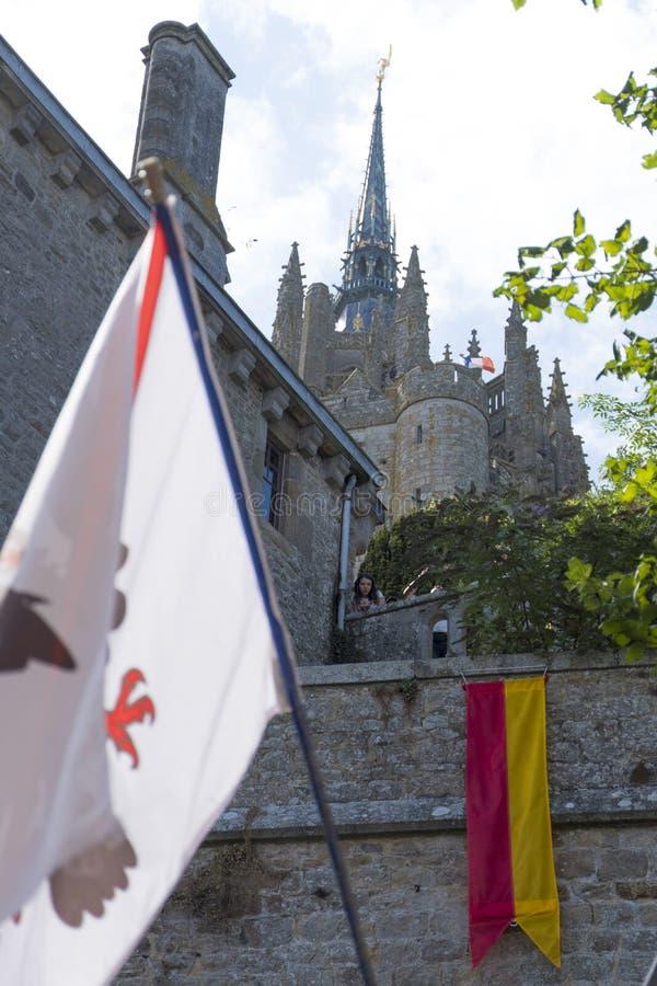 Vue de le célèbre Mont Saint-Michel Frances médiévales de Mont St Michel Brittany Normandy de drapeaux photo stock