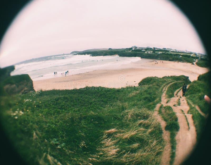 Vue de lentille de poissons de plage des falaises photo libre de droits