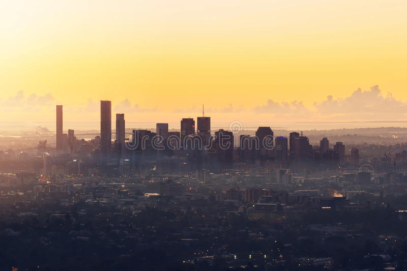 Vue de lever de soleil de la ville de Brisbane de la foulque maroule-tha de bâti images libres de droits