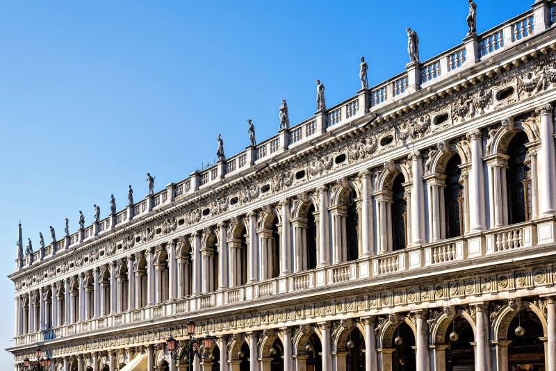 Vue de lumière du jour à la façade de style de la Renaissance de Marciana Library images libres de droits