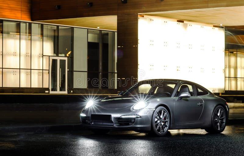 Vue de luxe de nuit de voiture de sport photo libre de droits
