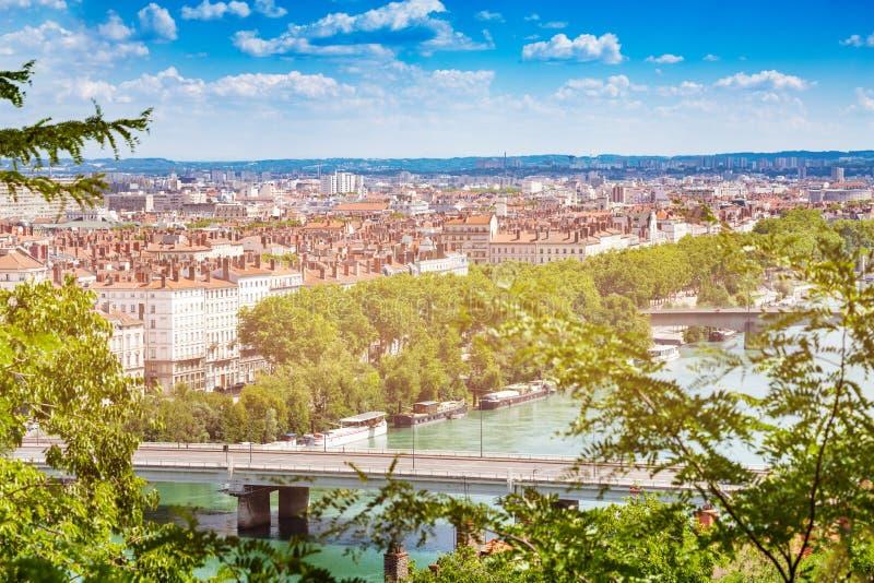 Vue de Lyon avec des ponts à travers le Rhône photos stock
