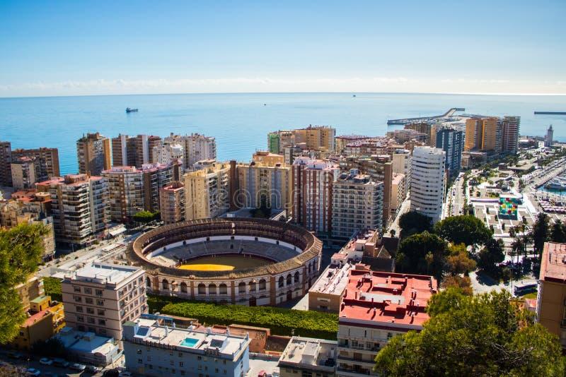 Vue de Malaga avec la plaza de Torros et le port photo stock