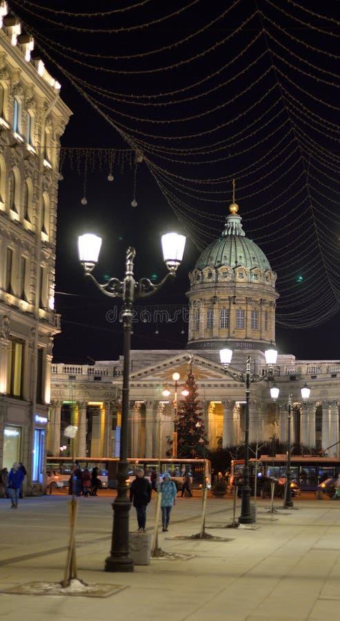 Vue de Malaya Konyushennaya Street la nuit photos stock