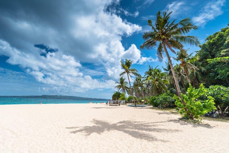 Vue de matin de plage célèbre de Puka sur l'île de Boracay photographie stock libre de droits