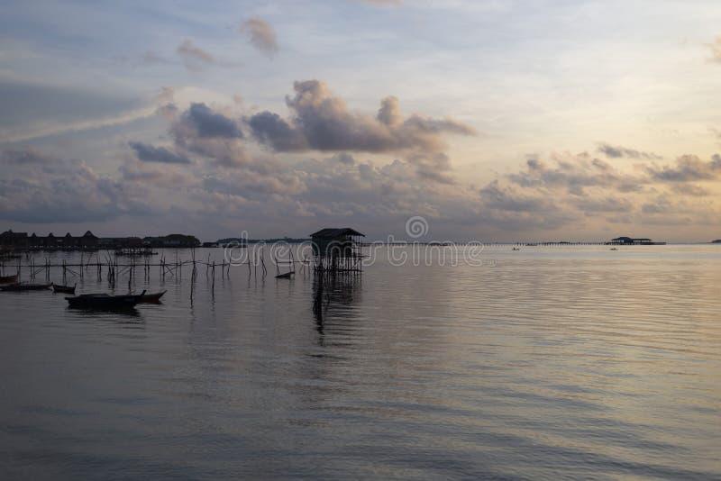 Vue de matin de village de pêche d'île de Bintan, Indonésie images libres de droits