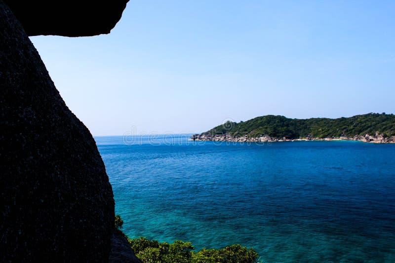 Vue de mer Vue d'océan Îles colorées image libre de droits
