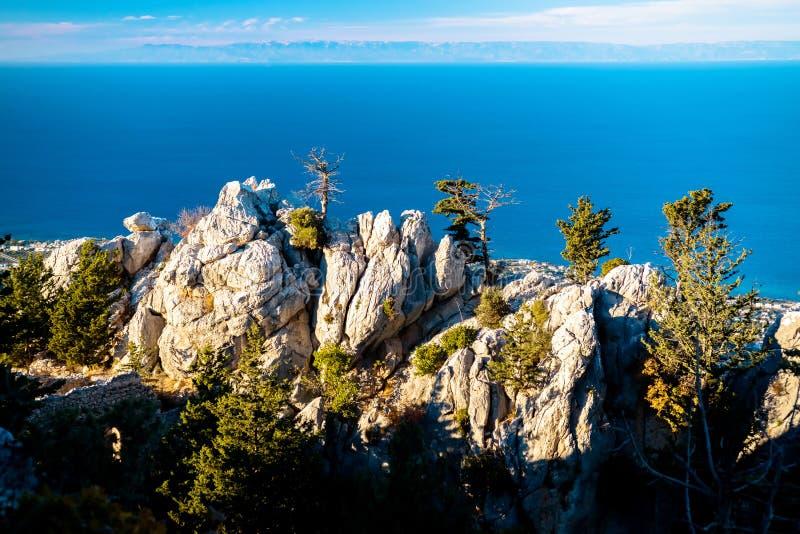 Vue de mer de la fenêtre du St Hilarion Castle Kyrenia DIS image stock