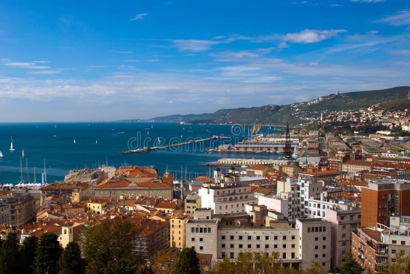 Vue de mer de port de Trieste, Italie photographie stock libre de droits