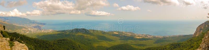 Vue de montagne d'AI-Pétri en Crimée Du côté gauche est la ville de Yalta Panorama de 4 images photo libre de droits