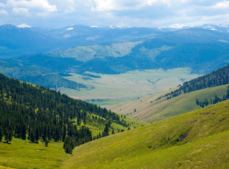 Vue de montagne et de vallée photo stock