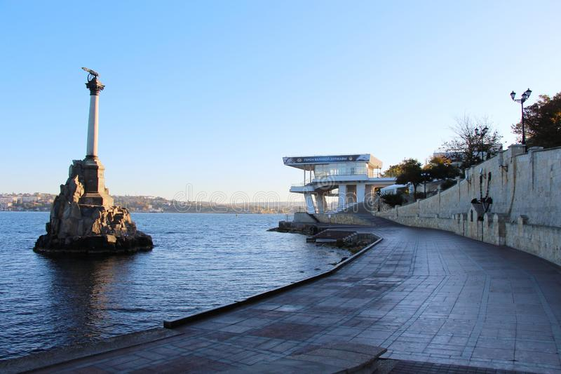 Vue de monument aux bateaux submerg?s ? S?bastopol photographie stock