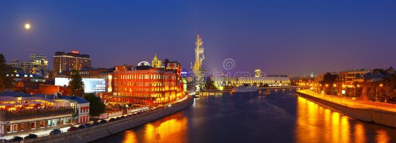 Vue de Moscou dans la nuit photographie stock