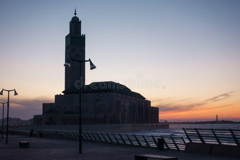 Vue de mosquée de Hassan II à la soirée photos libres de droits