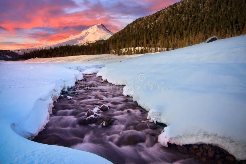 Vue de Mt Capot par le White River photographie stock libre de droits