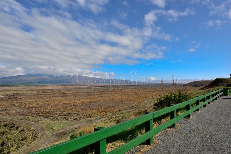 Vue de Mt Ruapehu de route de désert au Nouvelle-Zélande photo stock