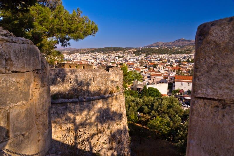 Vue de mur de forteresse à la ville de Rethymno, Crète photographie stock