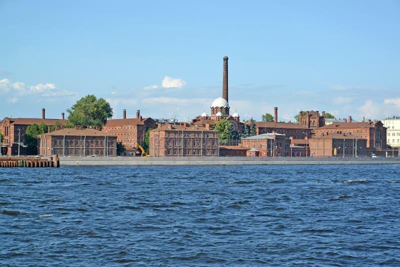 Vue de Neva et de centre de détention de pré-procès aucun 1 (croix) St Petersburg photos libres de droits