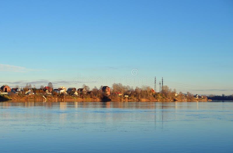Vue de Neva River à la soirée images libres de droits