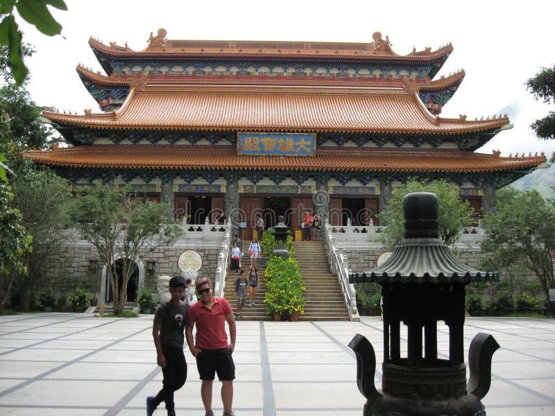 Vue de Ngong Ping Piazza vers Tian Tan Buddha, île de Lantau, Hong Kong image stock
