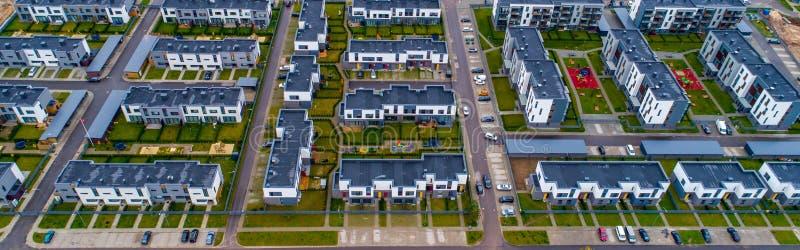 Vue de nouvelles maisons d'en haut image libre de droits