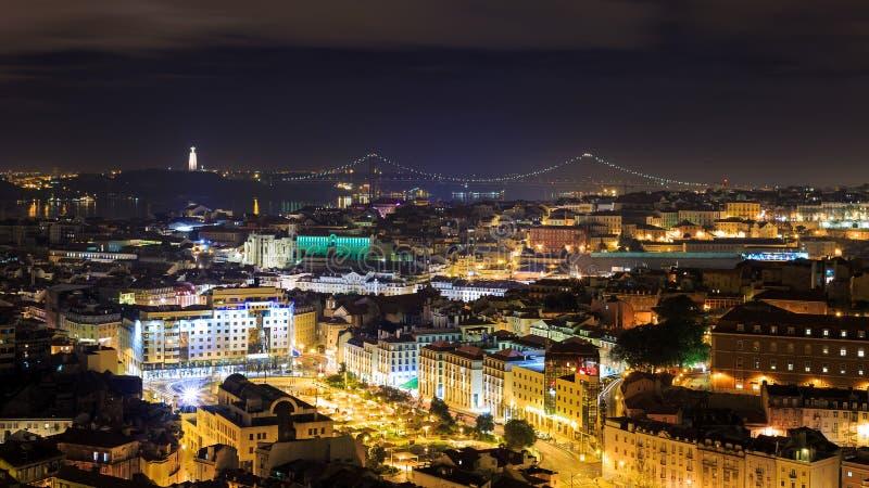 Vue de nuit au-dessus de Lisbonne image libre de droits