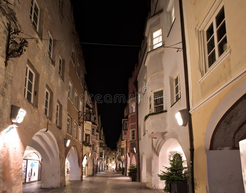 Vue de nuit de Bressanone photos stock