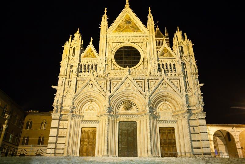 Vue de nuit de cathédrale de Sienne, Toscane, Italie images libres de droits