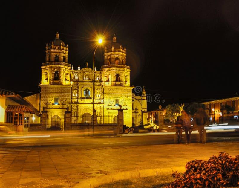 Vue de nuit d'église catholique dans Cuzco, Pérou photo stock