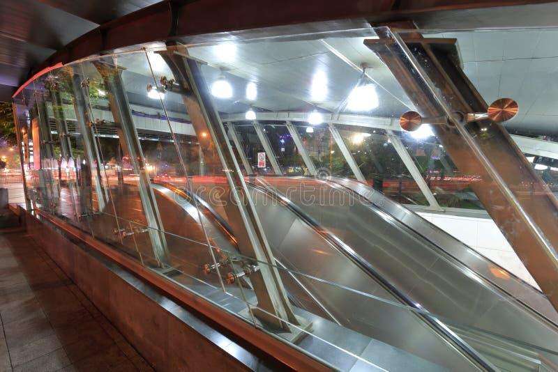 Vue de nuit d'accès de station de métro de Shenzhen photos libres de droits