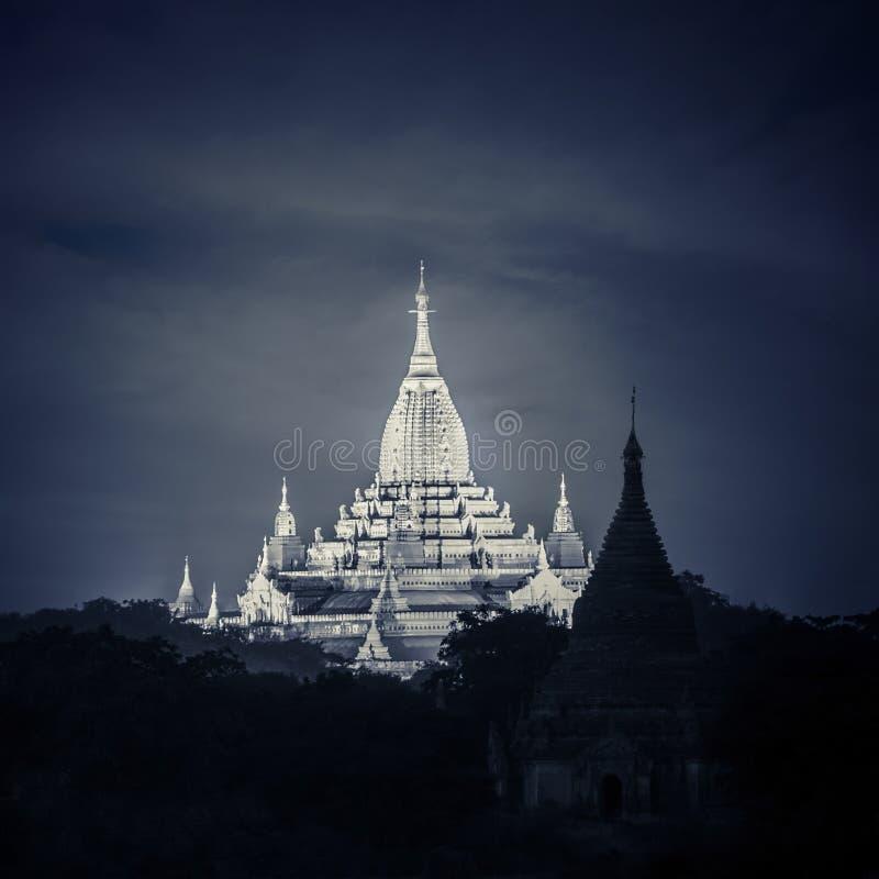 Vue de nuit d'Ananda Pagoda Temples bouddhistes chez Bagan Kingdom, Myanmar (Birmanie) images stock
