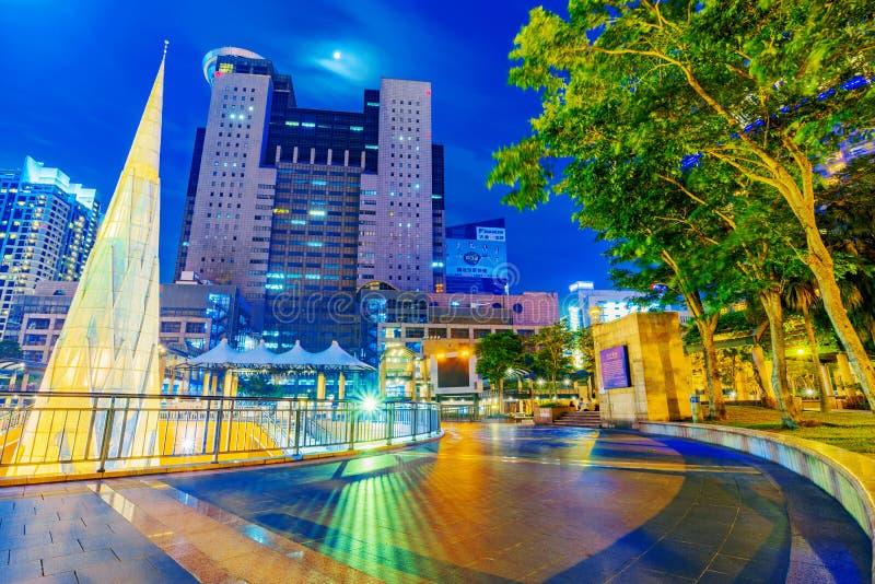 Vue de nuit d'hôtel de ville de place de citoyen de Banqiao photographie stock