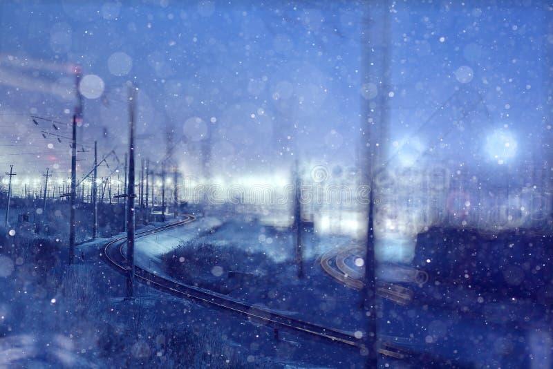 Vue de nuit d'hiver du chemin de fer photo stock