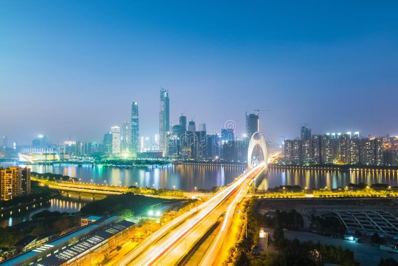 Vue de nuit d'horizon de ville nouvelle de Canton Pearl River photo stock