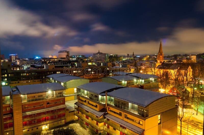 Vue de nuit d'Oslo, St James Church de culture à l'arrière-plan image libre de droits