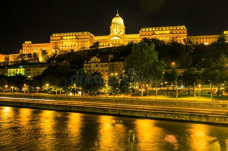 Vue de nuit de Buda Castle (Royal Palace) photographie stock libre de droits