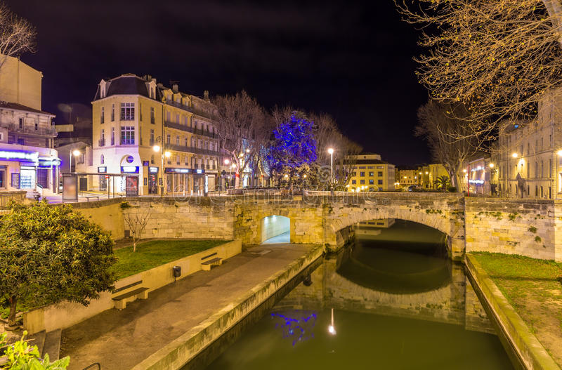 Vue de nuit de Canal de la Robine à Narbonne, France image libre de droits
