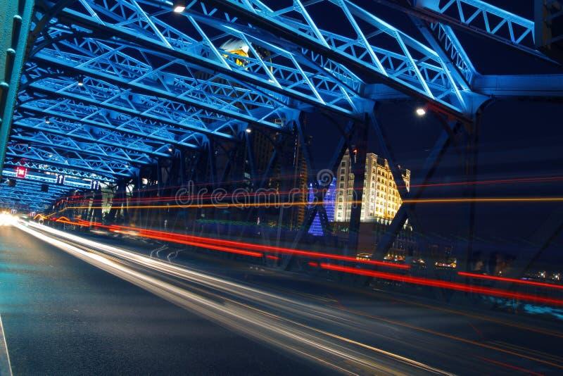Vue de nuit de Changhaï de la passerelle de jardin photos libres de droits