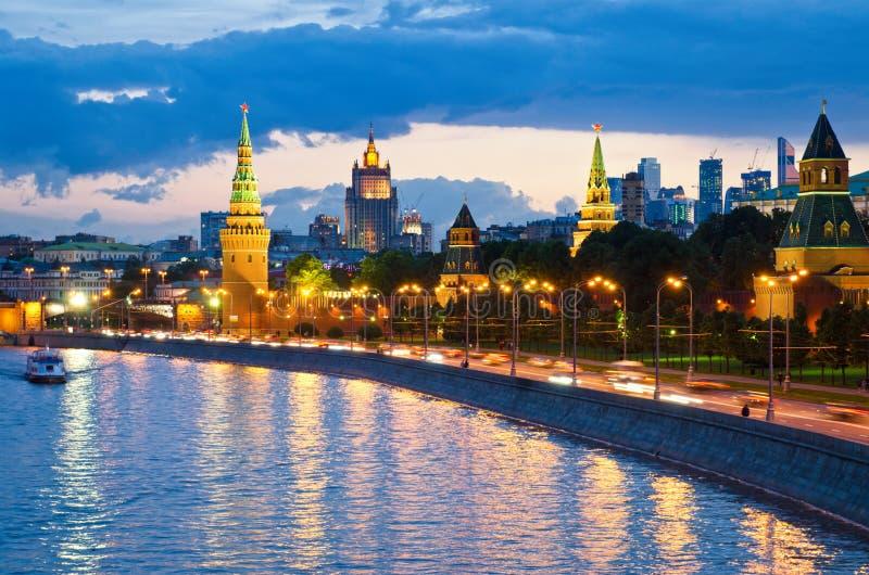 Vue de nuit de la rivière de Moscou photo libre de droits