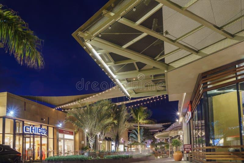 Vue de nuit de Santa Anita Mall photographie stock