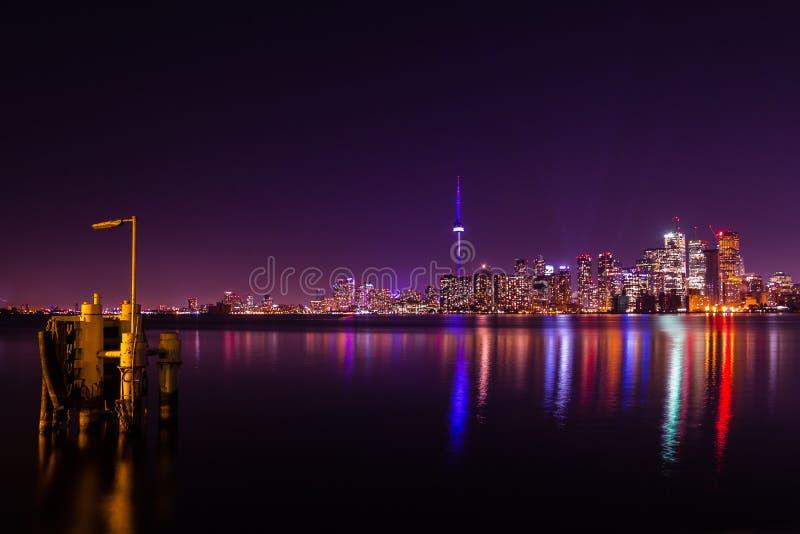 Vue de nuit de Toronto d'île centrale photos stock