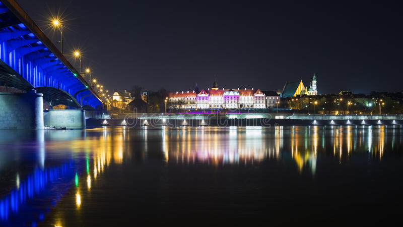 Vue de nuit de Varsovie images stock