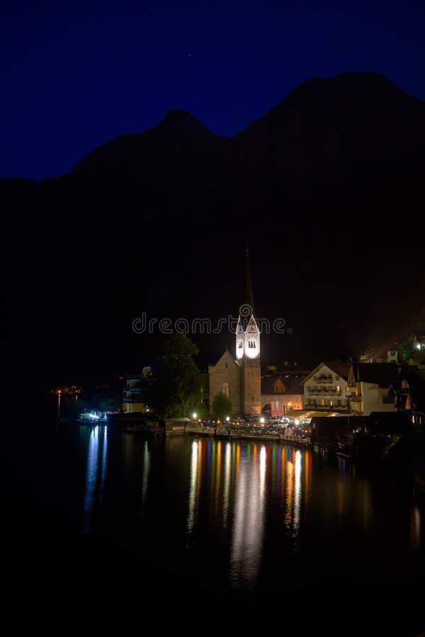 Download Vue De Nuit De Village De Hallstatt Photo stock - Image du village, historique: 45350606