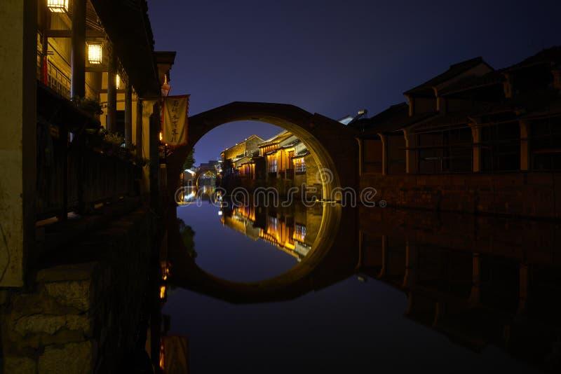Vue de nuit de ville antique chinoise image libre de droits