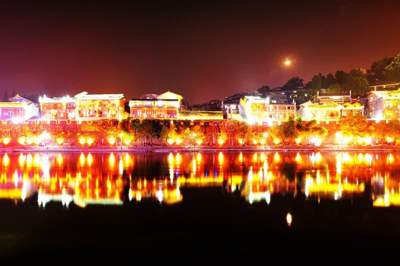 Vue de nuit de ville antique de fenghuang photos stock