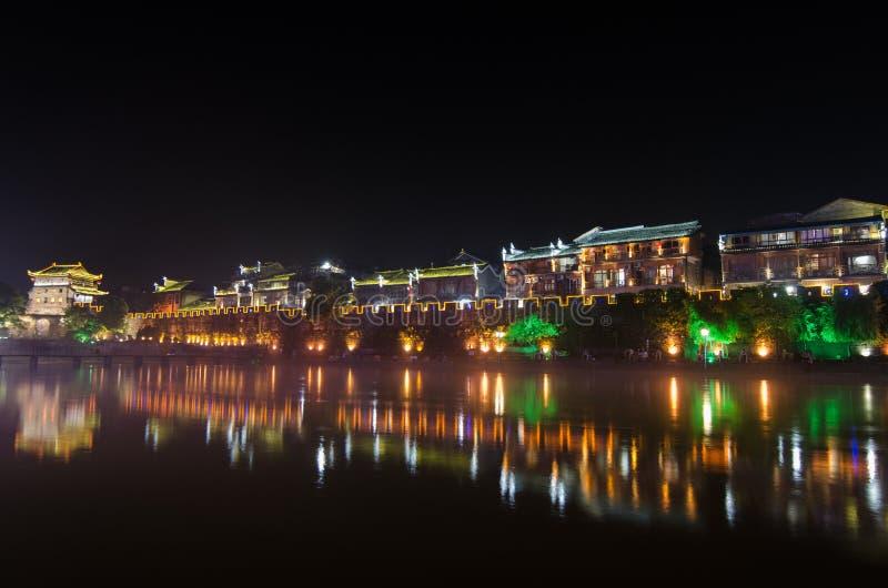 Vue de nuit de ville antique de fenghuang images libres de droits