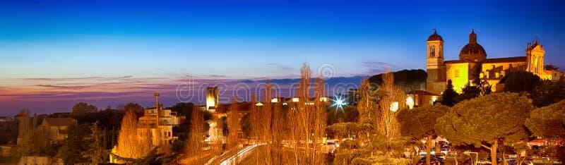 Vue de nuit de Viterbe Latium Italie image libre de droits