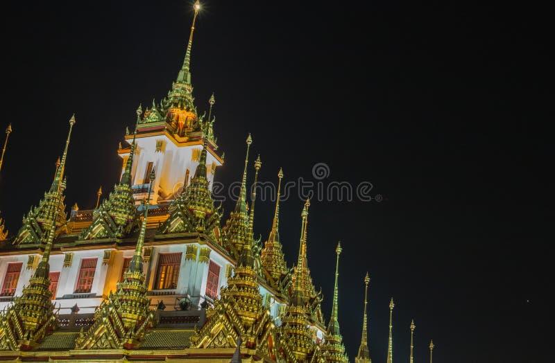 Vue de nuit de Wat Ratchanatdaram Woravihara images stock