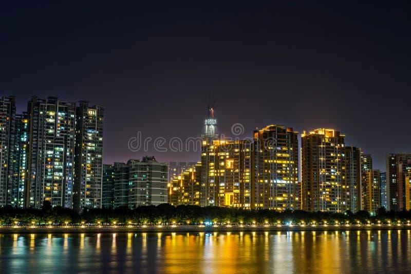 Vue de nuit des bâtiments images stock